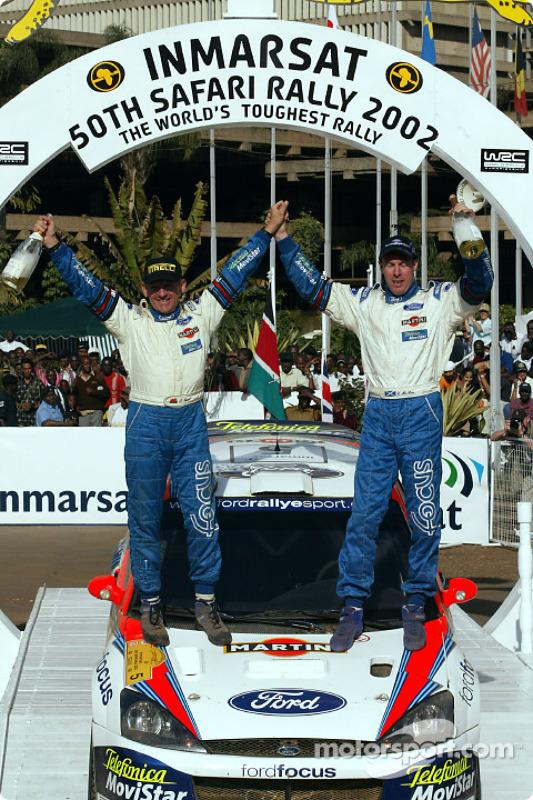 Colin McRae y su copiloto, Nicky Grist celebrando el triunfo