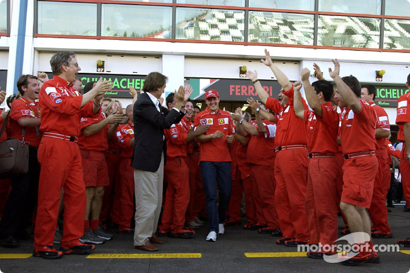 Команда Ferrari святкує чемпіонський титул Міхаеля Шумахера