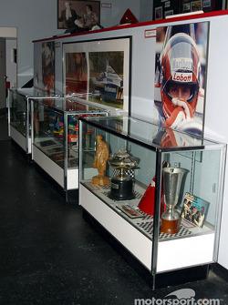 Bezoek aan Gilles Villeneuve Museum: bekers