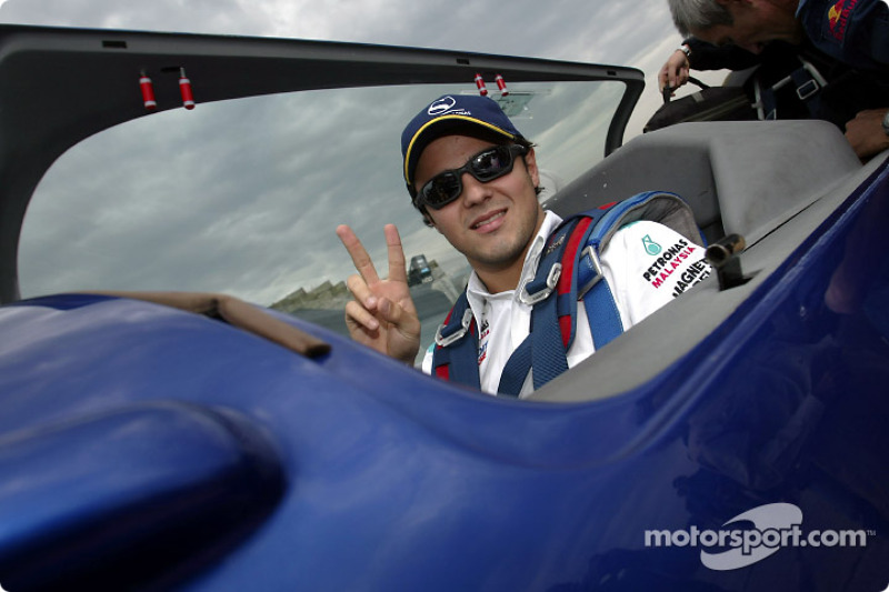 Felipe Massa taking off with Peter Beseneyei, World Aerobatic Champion for a commented aerial overvi