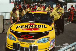 Team Pennzoil push for pre inspection