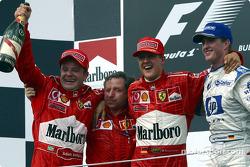 Podium : le vainqueur Rubens Barrichello avec Jean Todt, Michael Schumacher et Ralf Schumacher