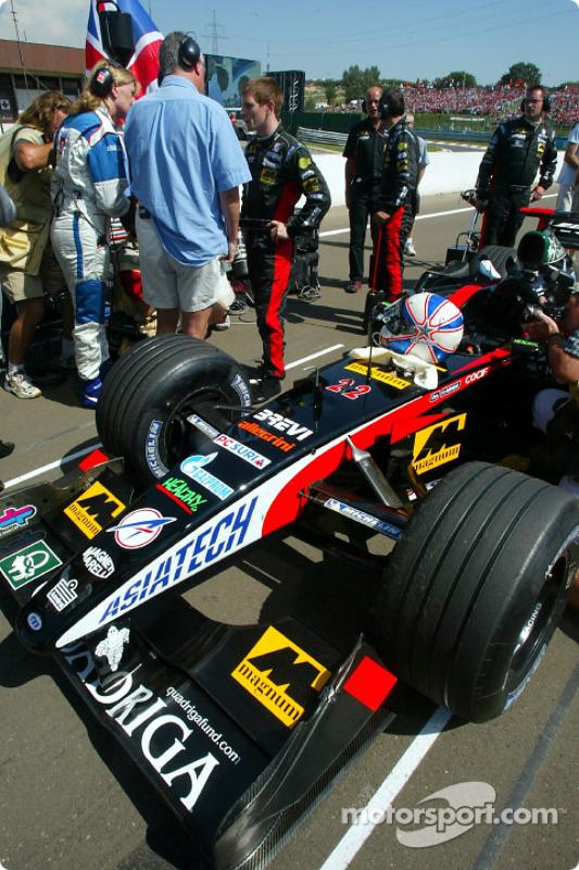 Anthony Davidson on the starting grid