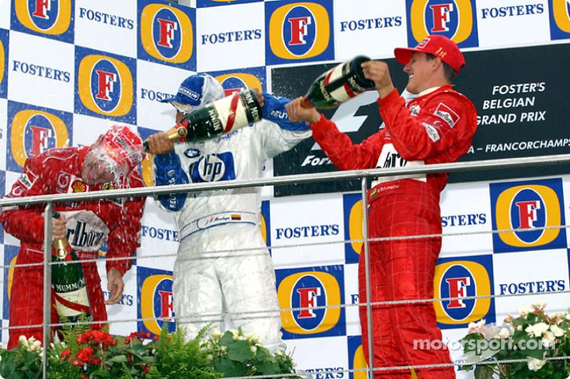 El podio: champaña para Michael Schumacher, Rubens Barrichello y Juan Pablo Montoya