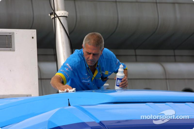 Lavando el transportador de Renault F1