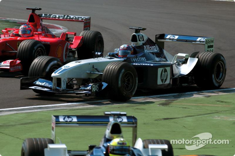 La arrancada: Juan Pablo Montoya delante de Rubens Barrichello