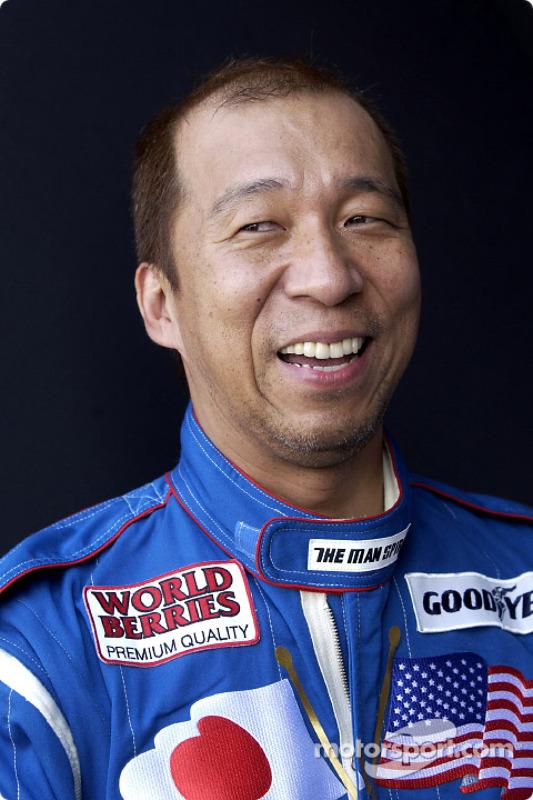 Un feliz Hideo Fukuyama tras enterarse que había clasificado para el MBNA All Americam Heroes 400