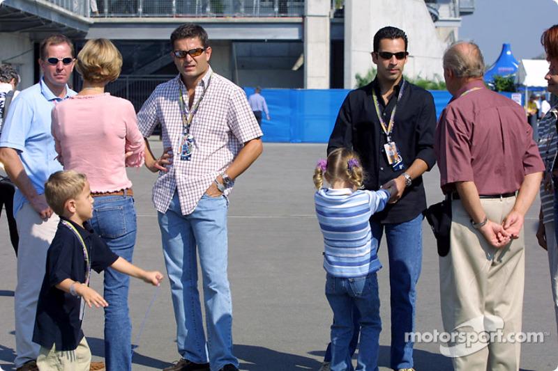 Gil de Ferran y familia con Helio Castroneves