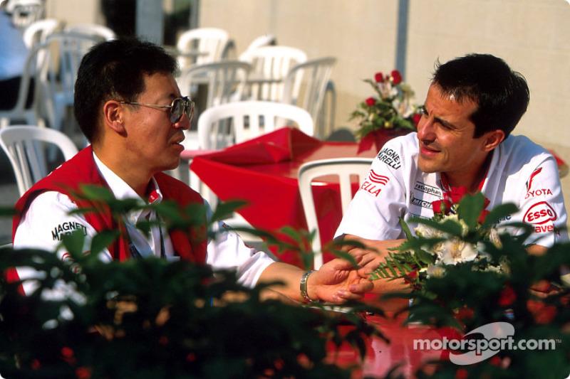 Ange Pasquali y un miembro del equipo Toyota