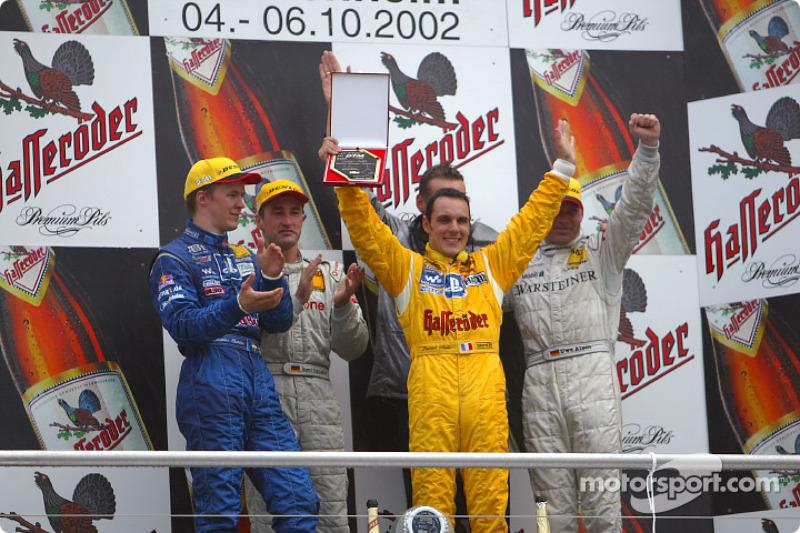 El podio: Mattias Ekström, el ganador de la carrera, Bernd Schneider, el campeón de DTM, Laurent Aiello y Uwe Alzen