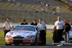 The Hooters team pushes Brett Bodine's Ford out on the grid for qualifing