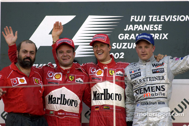 El podio: el ganador de la carrera, Michael Schumacher con Rubens Barrichello y Kimi Raikkonen