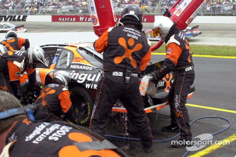 Robby Gordon recibiendo combustible
