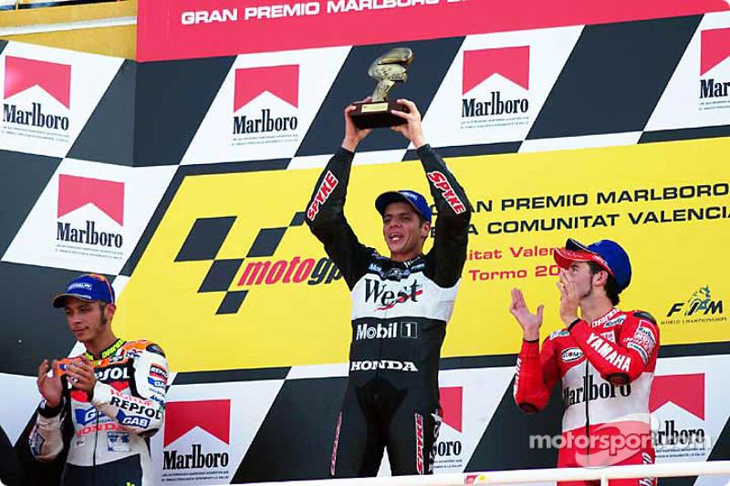 Подіум: переможець гонки Алекс Баррош, друге місце Валентино Россі, третє місце Макс Б'яджі