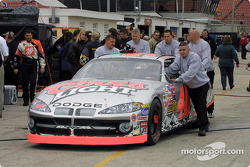 Tony Stewart checks out Marlin's Dodge