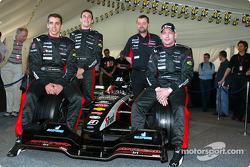 Justin Wilson, Matteo Bobbi, Paul Stoddart ve Jos Verstappen ve yeni Minardi PS03