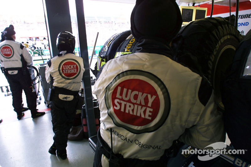 BAR team members wait for pitstop
