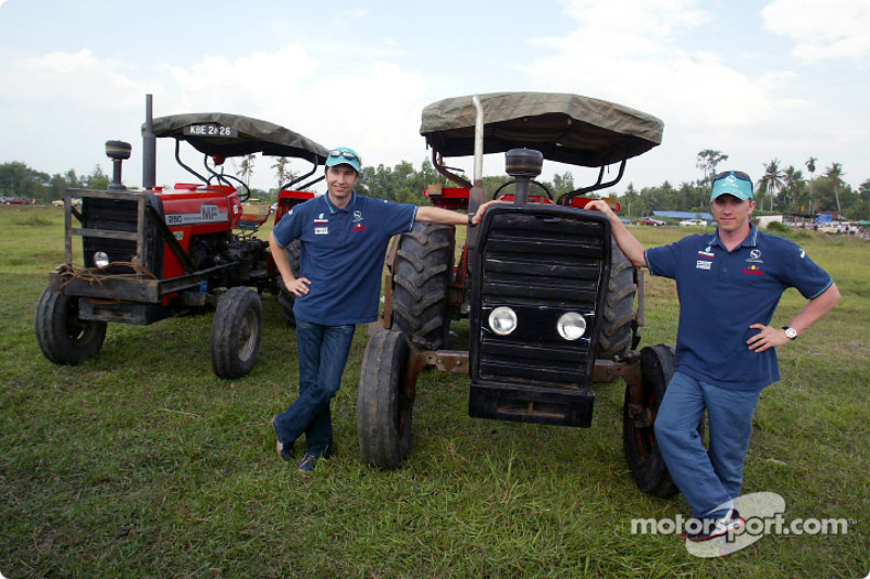 Visit of the Paddy fields (rice fields) in Alor Setar: Heinz-Harald Frentzen and Nick Heidfeld