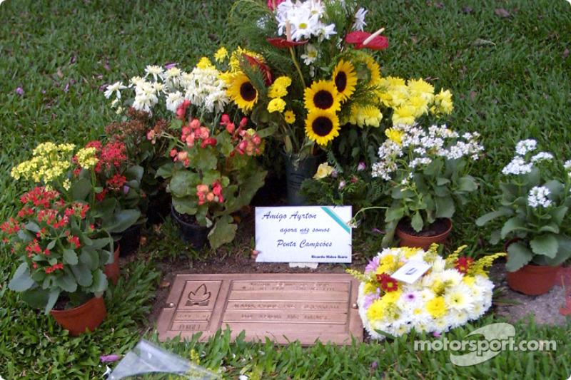 阿亚顿•塞纳墓碑
