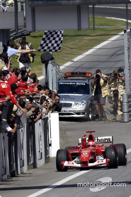 Michael Schumacher na bandeirada