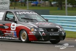 la Nissan Sentra SE-R n°9 du team Archangel / LAMZ pilotée par Curtis Francois, Jeff Tillman, Doug Ackerman