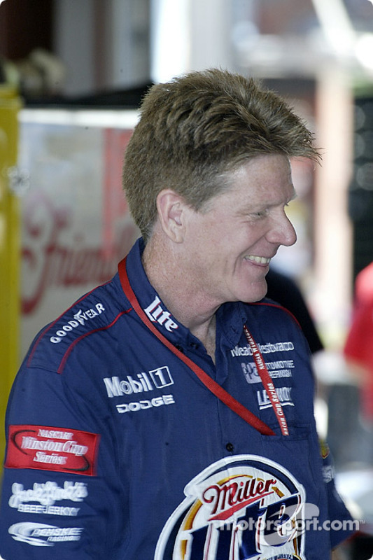 Un membre de l'équipe Penske Racing
