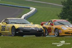 la Corvette n°39 de l'équipe Silverstone Racing Services pilotée par Larry Huang, Chris Hall, et la