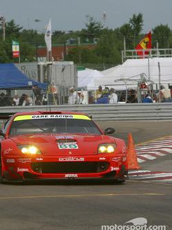 la Ferrari 550 Maranello n°88 de l'équipe Prodrive Racing pilotée par Tomas Enge, Peter Kox