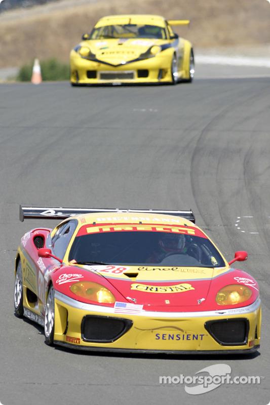 la Ferrari 360 Modena n°28 de l'équipe JMB Racing USA/Team Ferrari pilotée par Stephan Gregoire, Eliseo Salazar