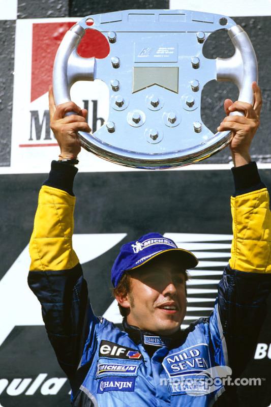 Podio: el ganador Fernando Alonso