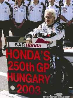 Jacques Villeneuve and BAR-Honda team members celebrate Honda's 250th Grand Prix