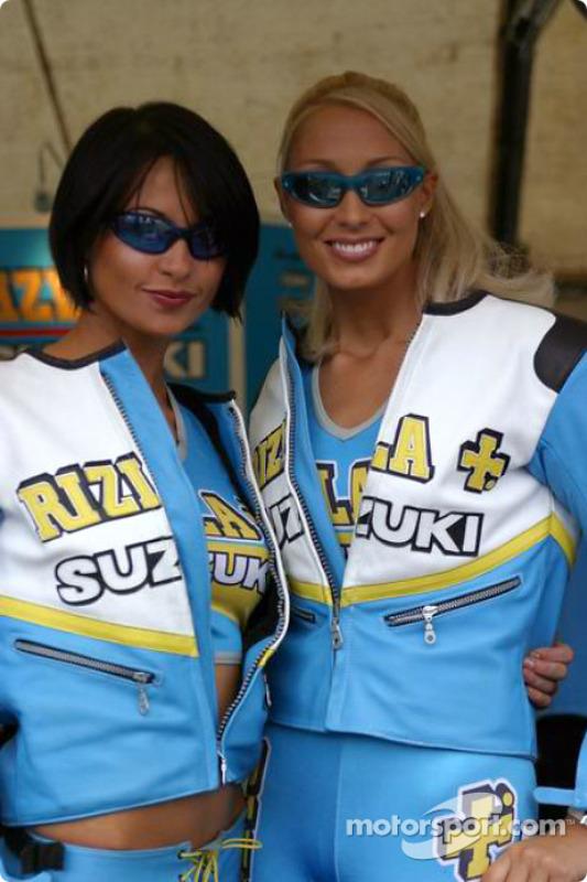 De jeunes femmes Rizla Suzuki