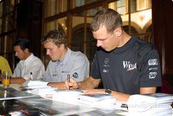 Autograph session in Palais Ferstel, Vienna: Alexander Wurz