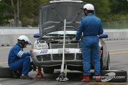 La #04 Istook/Aines Motorsport Group Audi S4 de Don Istook, Steve Olsen et Joe Masessa dans les stands