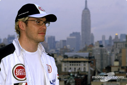 Jacques Villeneuve vor der New York City Skyline