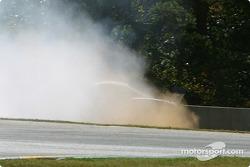 La #03 Hyper Sport Panoz Esperante GT-LM Elan de Joe Foster, Brad Nyberg et Rick Skelton, part en tête-à-queue et heurte le mur
