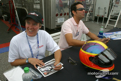 Autograph session: Melanie Paterson and Tomy Drissi
