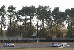 #86 Larbre Competition Chrysler Viper GTSR: Christophe Bouchut, Vincent Vosse, and #34 Noel Del Bello Porsche GT3-RS: Jean-Luc Maury-Laribière, Philip Collin
