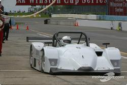 Arrêt aux stands pour la Lola n°5 de l'équipe Essex Racing Nissan, pilotée par Joe Pruskowski, Justin Pruskowski et Ross Bentley