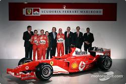 Ross Brawn, Luca Badoer, Rubens Barrichello, Jean Todt, Luca di Montezemelo, Michael Schumacher, Rory Byrne, Paolo Martinelli et Piero Ferrari