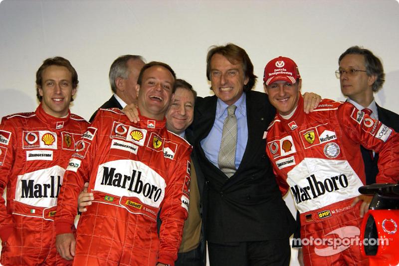 Luca Badoer, Rubens Barrichello, Jean Todt, Luca di Montezemelo ve Michael Schumacher ve yeni Ferrari F2004