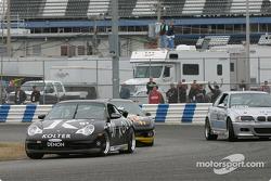 Au départ, la Porsche 996 n°91 du Doncaster Racing (Kenny Wilden, Robert Julien) mène la meute