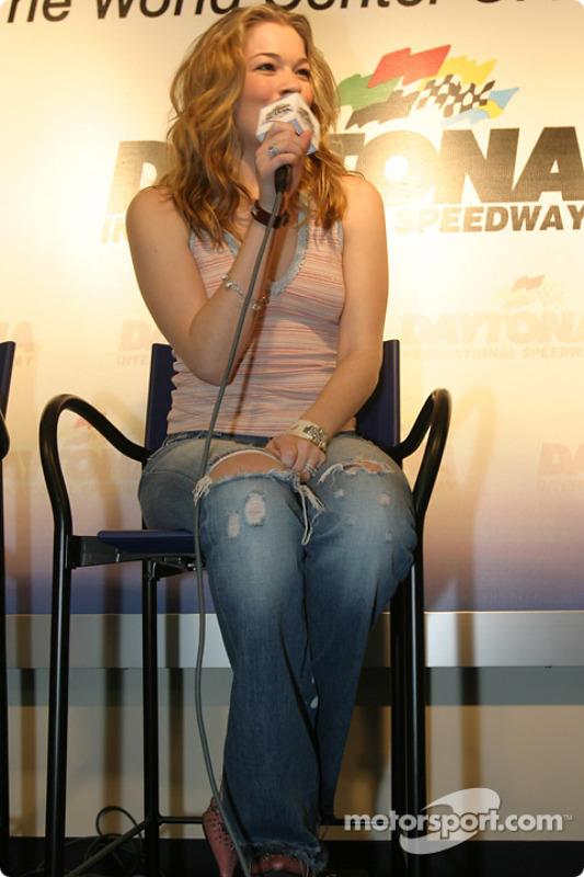 Conférence de presse : LeAnn Rimes va chanter l'hymne américain