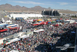 Pre Race Crowds