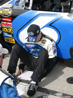 Mark Martin reviews tire charts