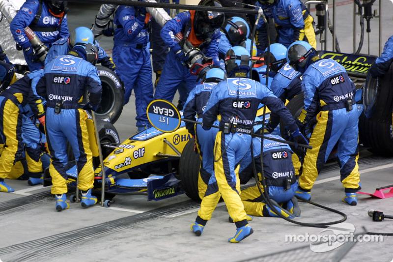 Boxenstopp: Fernando Alonso, Renault R24