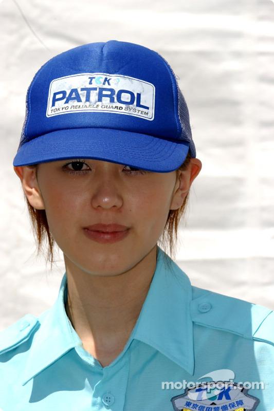 Un membre du personnel de sécurité du Twin Ring Motegi