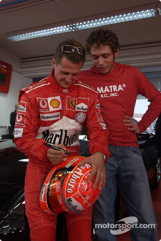 Valentino Rossi en la pista de Fiorano: Michael Schumacher y Valentino Rossi