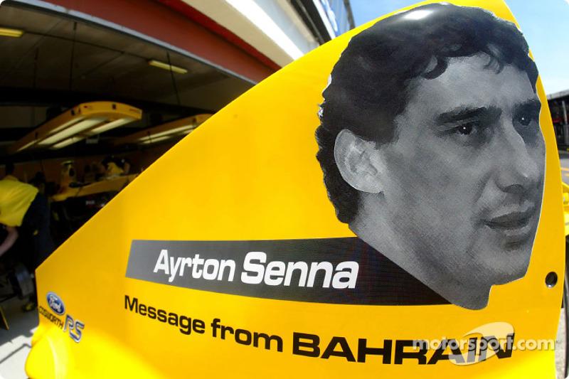 Homenaje a Ayrton Senna en la cubierta del motor Jordan