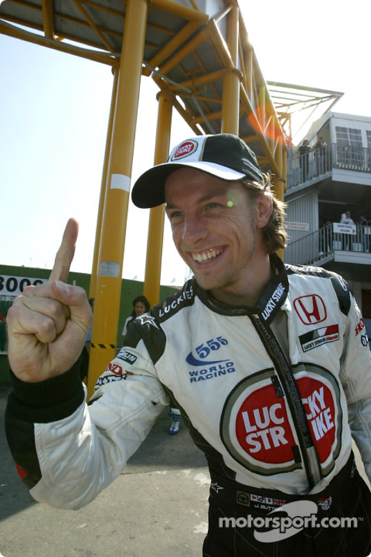 Jenson Button celebra su primera pole position en su carrera